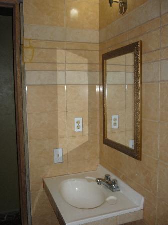 Brisas De La Guayra: limpiza del baño