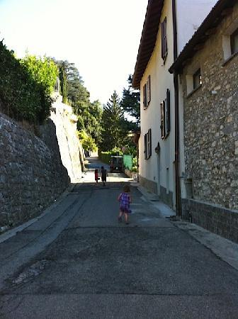 B&B Osteria Cattaneo: The road leading to the Osteria