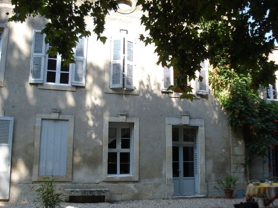 La Claire Demeure - Chambre d'hotes : façade pricipale avec les deux chambres à l'étage
