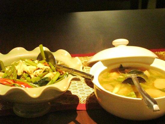 Sala Thai Restaurant: Chicken Kang Kung and Tom Yum