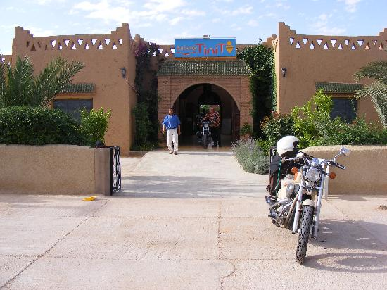 Auberge Tinit: Die Motorräder waren gut untergebracht
