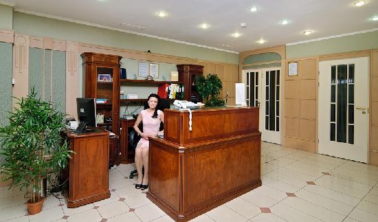 Hotel Cameo: Receptoin desk