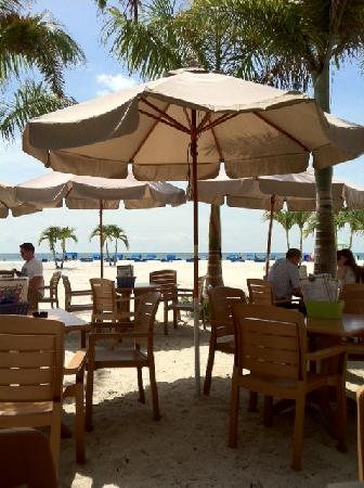 Bongos Beachside Bistro: Sitting at a table looking out towards the ocean