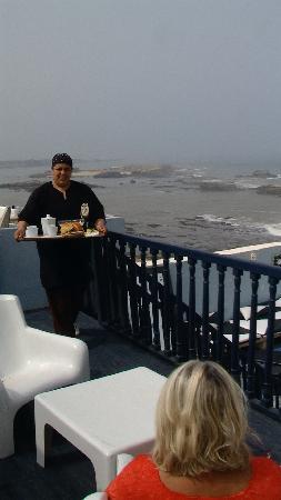 La maison des artistes: service du petit déjeuner.... un bonheur !