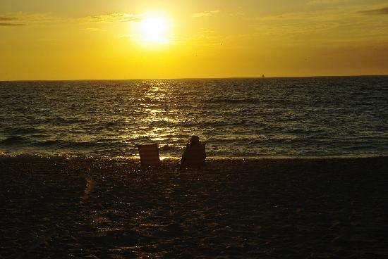 North Jetty Beach: Sunset at Nokomis Beach
