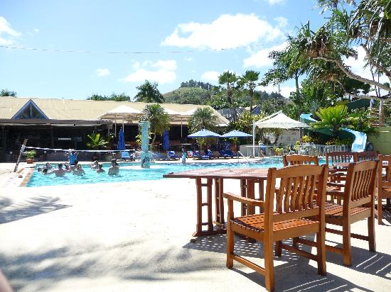 Fiji Hideaway Resort & Spa: Poolside