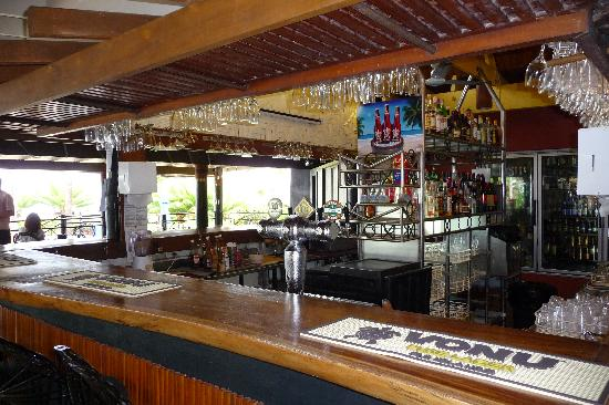 Fiji Hideaway Resort & Spa: Bar