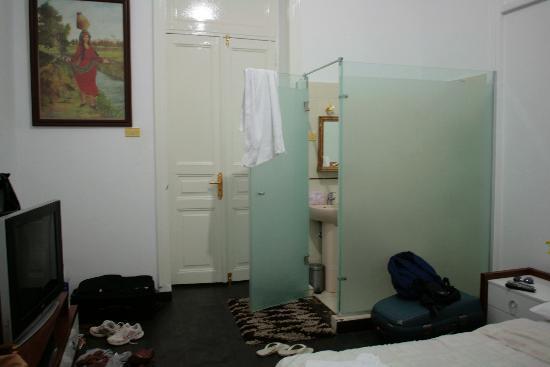 Hotel Royal: camera e bagno