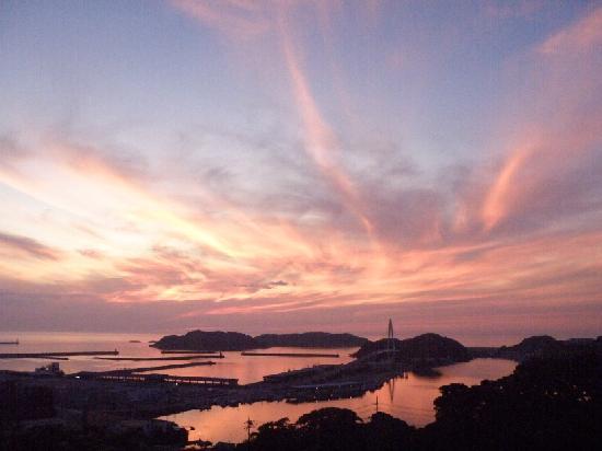 Sunset Park Hamada Michi-no-Eki: 空も海も真っ赤に染まる