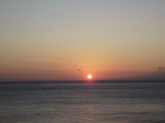 Bed & Breakfast Aquaterrace: テラスから見る日の出
