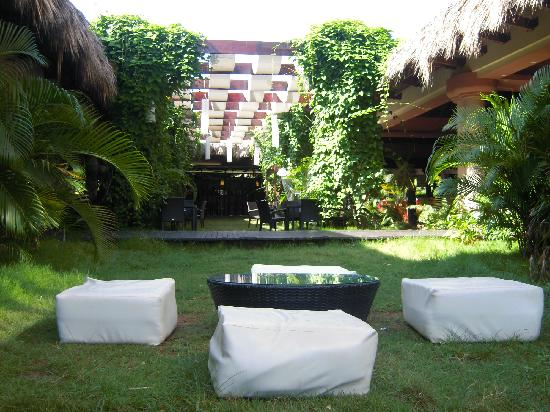 Sirenis Punta Cana Resort Casino & Aquagames: Coin détente dans le hall de l'hotel