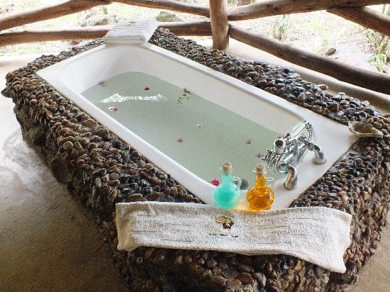 Mara Timbo Camp: outdoor bath