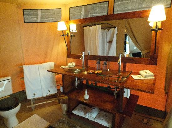 Mara Timbo Camp: sinks