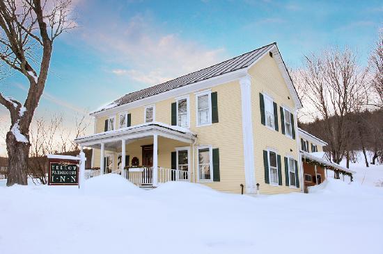 Yellow Farmhouse Inn: The B&B in winter