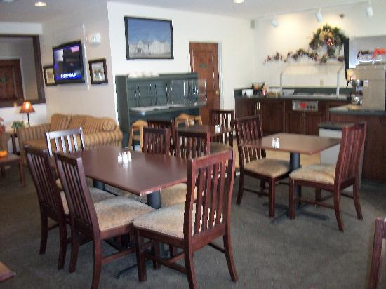 Hawthorn Suites by Wyndham Akron/Seville: Breakfast Area