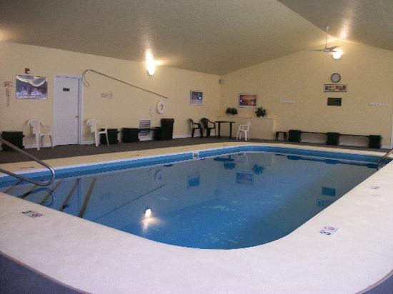 Hawthorn Suites Akron/Seville: Indoor Heated Pool