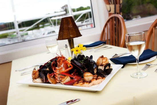 Thistledown Restaurant, Pub & Patio: Lakeside's Seafood Platter fro Two