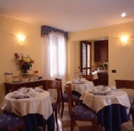 Alloggi Marinella: Sala colazione