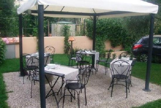 B&B Il Giardino del Pettirosso: a place to have breakfast