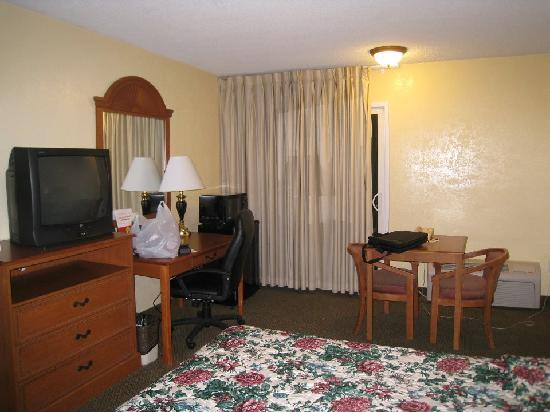 Super 8 Marty's Valley Oceanside: my room