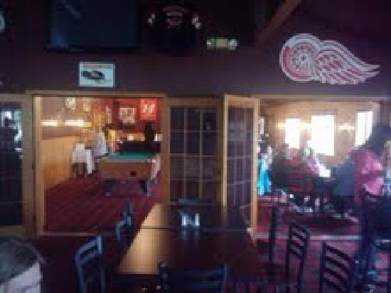 Cherrywood Lodge - Econo Lodge Inn & Suites: Breakfast Area