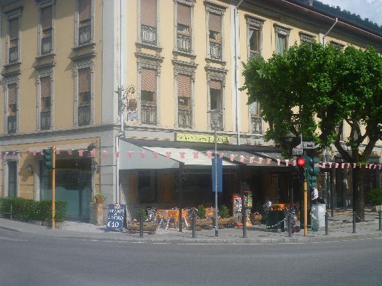 San Pellegrino Terme, İtalya: outside