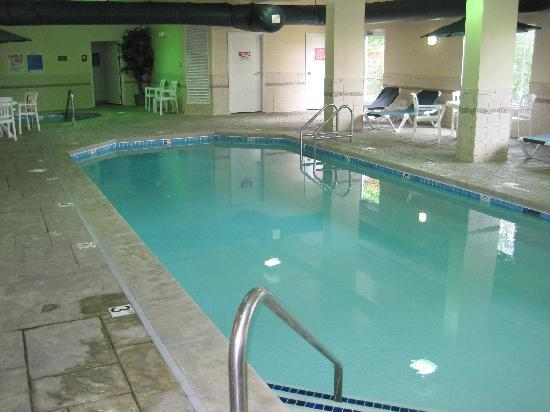 Country Inn & Suites By Carlson, Indianapolis Airport South, IN: Pool