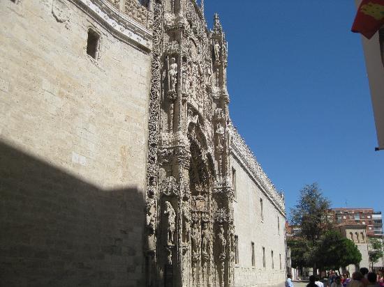 Museo Nacional de Escultura : Portada Museo San Gregorio