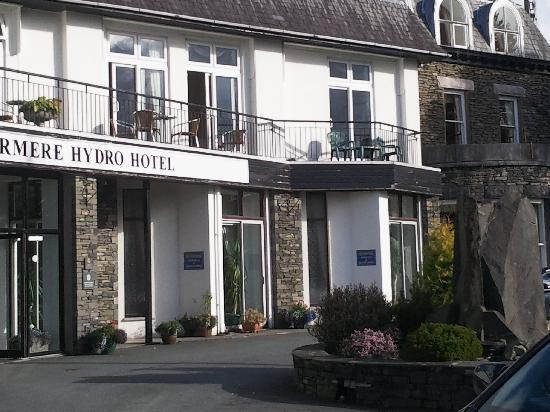 Windermere Hydro Hotel: The hoel our balcany is above the entrance