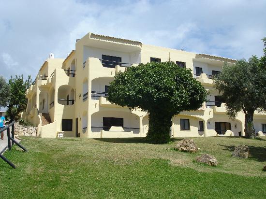 Luna Clube Brisamar: Clube Brisamar, Alvor - view of front of apartment  (The Mushroom Tree)