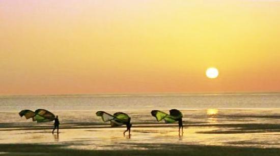 Dakhla Attitude Hotel : Kite surf Dakhla Attitude au coucher de soleil