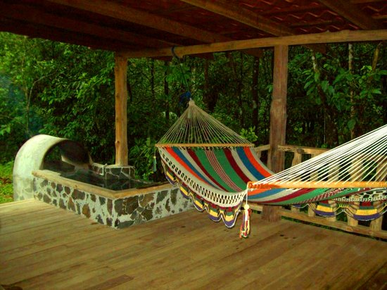 La Carolina Lodge: The back deck with hammock and hot tub!