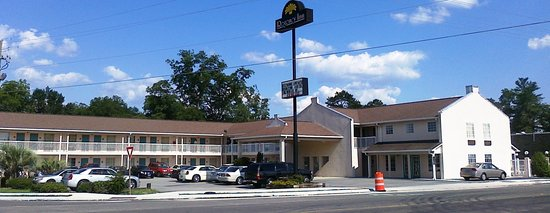 Exterior View of Regency Inn & Suites, Millen, GA