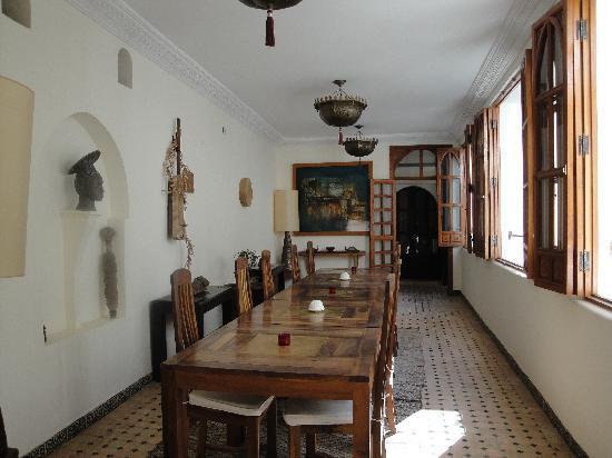 Riad Shemsi: Dining area.