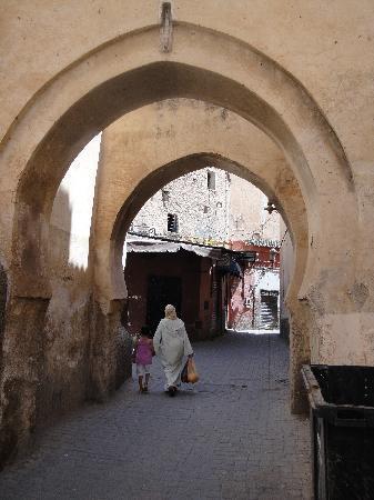 Riad Shemsi: medina streets