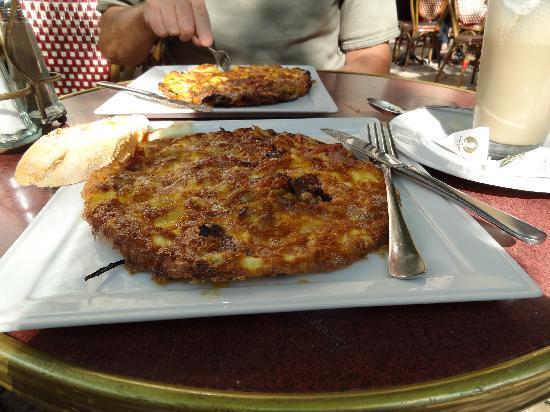 เจอร์ลอคซี รูม ดีลักซ์: Hungarian Omelet at breakfast