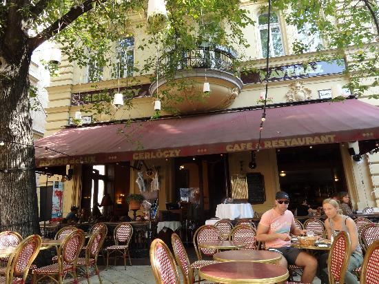 เจอร์ลอคซี รูม ดีลักซ์: Breakfast at the Cafe