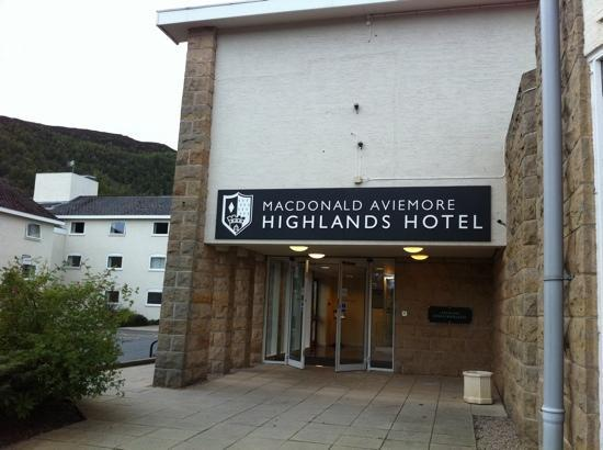 Macdonald Highlands Hotel at Macdonald Aviemore Resort: hotel entrance