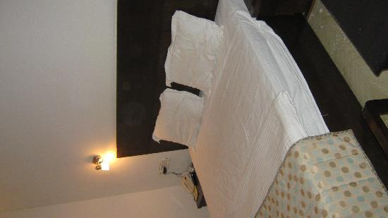 Hotel 42 Amritsar: room
