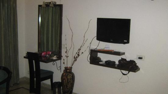 Hotel 42 Amritsar : well furnished room
