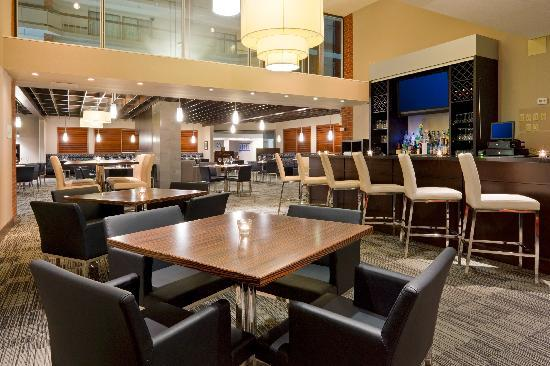 Holiday Inn Oakville Centre: Restaurant and Lounge