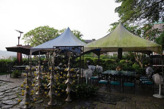 Full House Resort Hotel : garden