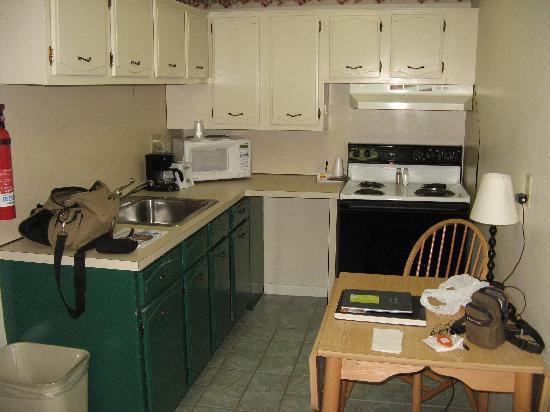 Beverly Garden Suites: my kitchen