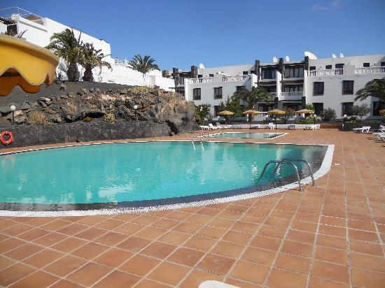Caleton Blanco: the pool area from our sun lounger