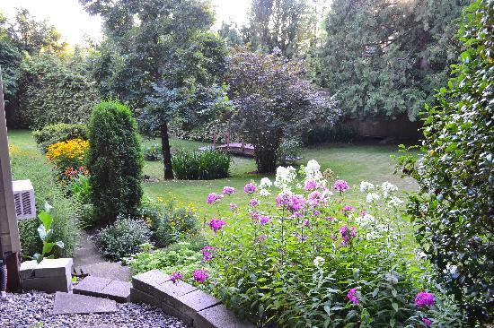 South Garden Bed and Breakfast : view of garden from Meadows Suite