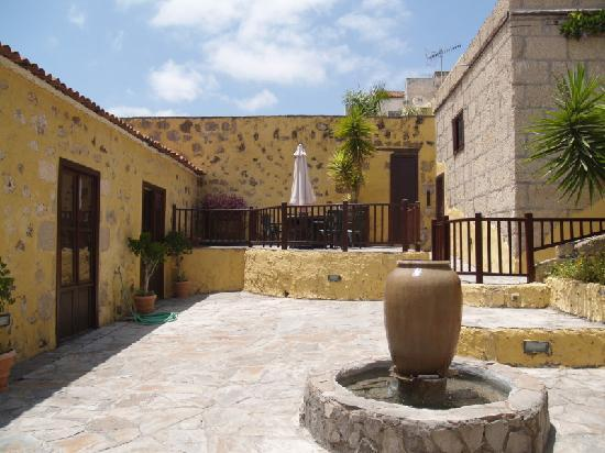 Tenerife Self Catering - La Bodega: The grounds and gardens are fantastic