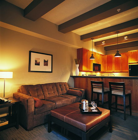 Westin Bear Mountain Victoria Golf Resort & Spa : One Bedroom Suite Living Room