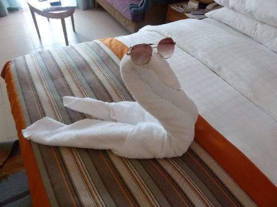 Movenpick Resort & Spa Tala Bay Aqaba: Decoration made by towels in room