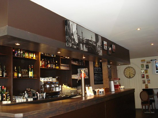 le bistrot gourmand: le bar