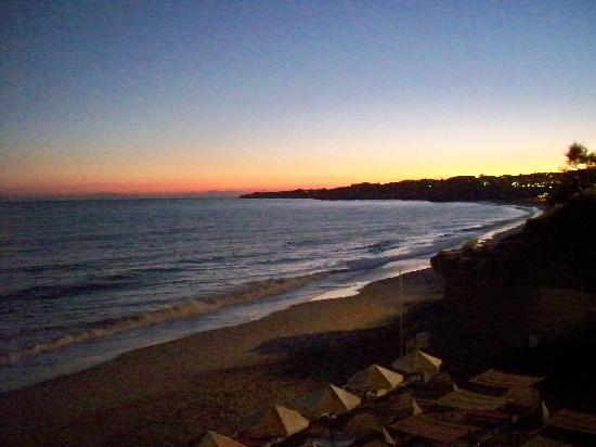 Holiday Inn Algarve - Armacao de Pera: Sunset over the beach